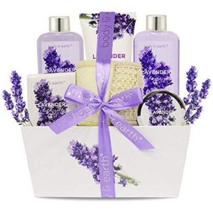 Body & Earth 6 pieces Spa Bath Set with Natural Lavender Essential Oils Gift Basket